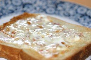 マーマレードサワークリームをぬったトースト